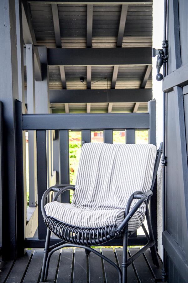 chaise à rayures Artitude Architecte d'intérieur à Arcachon et Bordeaux