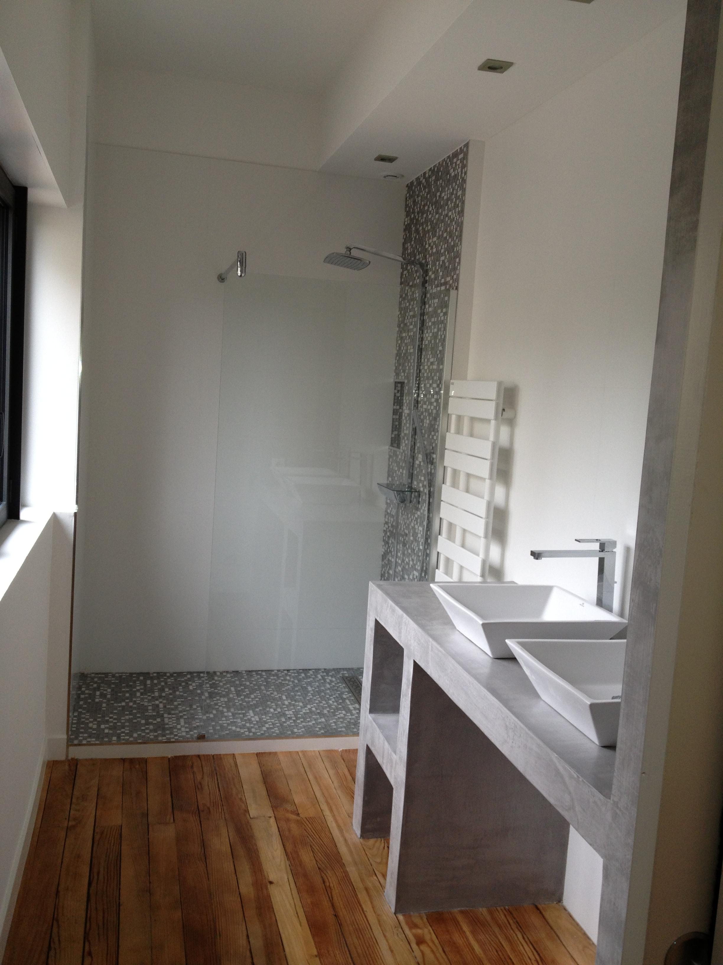 Artitude Architecte d'intérieur à Arcachon et Bordeaux paillasse béton dans salle de bain